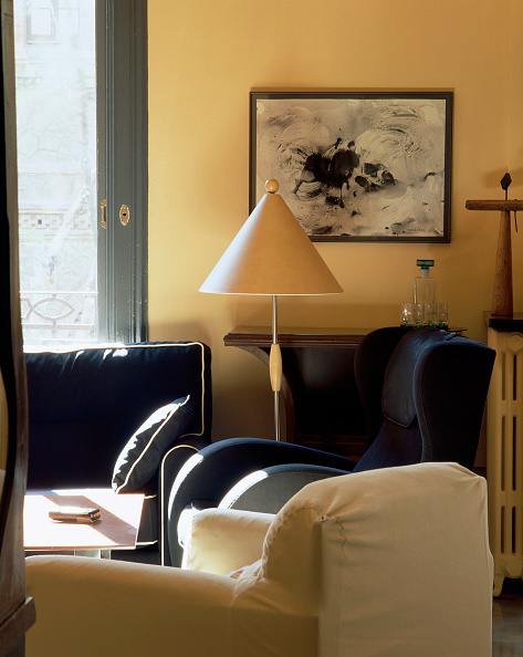 Cushion「View of a conical lamp in a living room」:写真・画像(18)[壁紙.com]