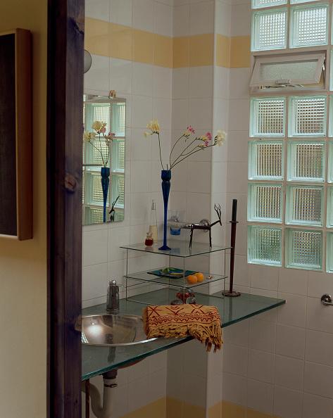 Bathroom「View of a clean hygienic bathroom」:写真・画像(6)[壁紙.com]