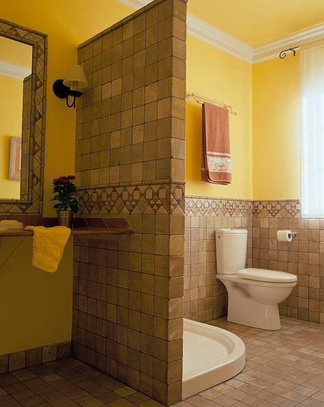 Toilet「View of a clean bathroom」:写真・画像(12)[壁紙.com]