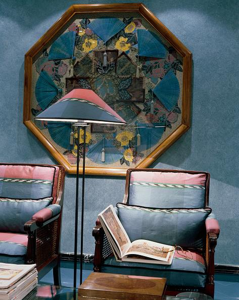Coffee Table「View of a cozy sitting room」:写真・画像(10)[壁紙.com]