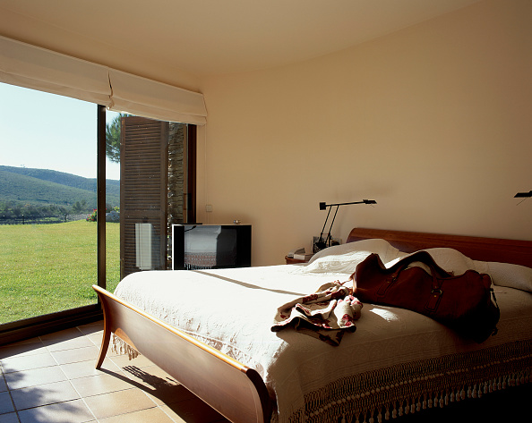 Comfortable「View of a comfortable bedroom on a sunny day」:写真・画像(4)[壁紙.com]