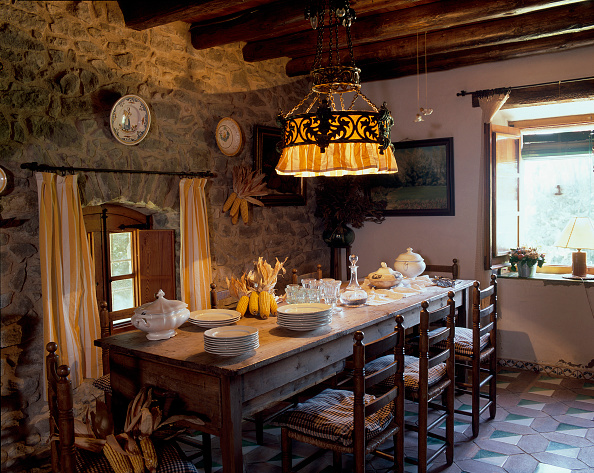 Dining Room「View of a cozy dining room」:写真・画像(11)[壁紙.com]