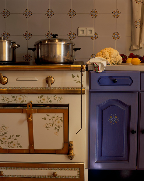 Kitchen Counter「View of a cooking stove near a kitchen counter」:写真・画像(13)[壁紙.com]