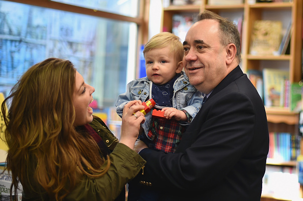 Politics and Government「On The Campaign Trail With Former First Minister Of Scotland」:写真・画像(10)[壁紙.com]