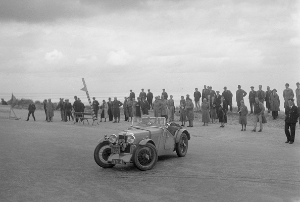 J R Smith「MG J2 of AWF Smith competing in the RSAC Scottish Rally, 1934」:写真・画像(3)[壁紙.com]