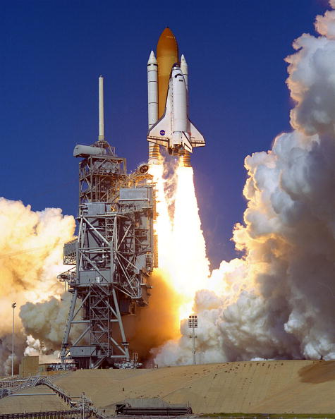 Space Shuttle Discovery「Shuttle lifts off with Sen. Glenn aboard」:写真・画像(3)[壁紙.com]