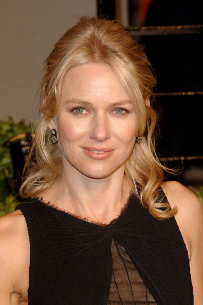 Half Up Do「2011 Vanity Fair Oscar Party Hosted By Graydon Carter - Arrivals」:写真・画像(19)[壁紙.com]