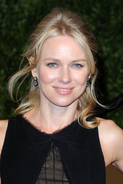 Half Up Do「2011 Vanity Fair Oscar Party Hosted By Graydon Carter - Arrivals」:写真・画像(18)[壁紙.com]