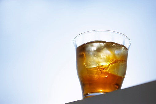 Low Angle View「Glass of iced tea, blue background, copy space」:スマホ壁紙(10)