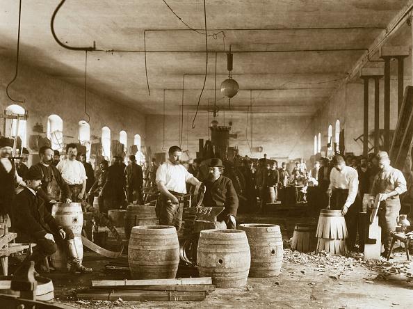 History「The manufacture of wooden beer barrels in Pilsen, 1880s」:写真・画像(4)[壁紙.com]