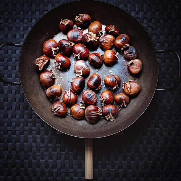 Chestnut fried in a pan:スマホ壁紙(壁紙.com)