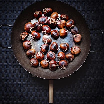 chestnut「Chestnut fried in a pan」:スマホ壁紙(10)