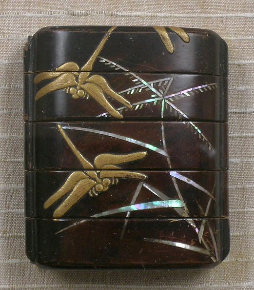 Animal Body Part「Lacquered wood inro with gold dragonflies and mother-of-pearl grasses on brown ground」:写真・画像(5)[壁紙.com]