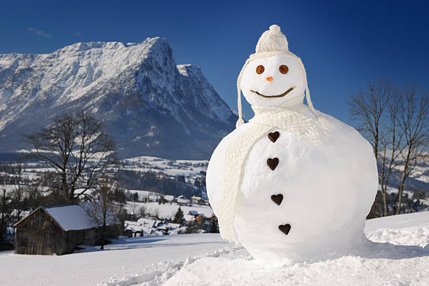 The perfect Snowman in front of an Alps Panorama (XXXL):スマホ壁紙(壁紙.com)