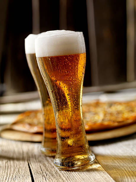 The Perfect Pint of Beer and Pizza:スマホ壁紙(壁紙.com)