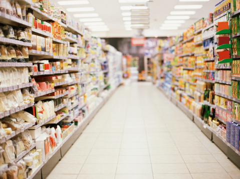 Focus On Foreground「shelves in a supermarket」:スマホ壁紙(10)