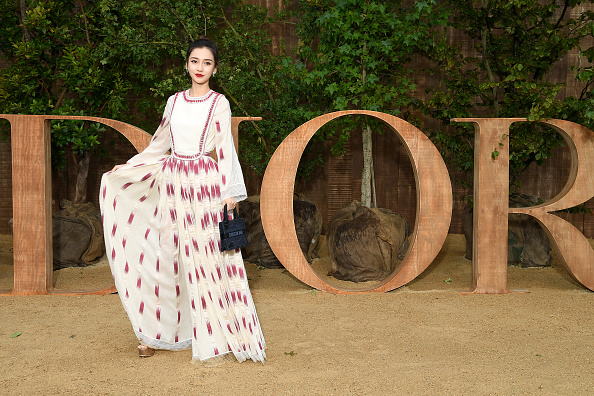 Angelababy「Christian Dior : Photocall -  Paris Fashion Week - Womenswear Spring Summer 2020」:写真・画像(2)[壁紙.com]