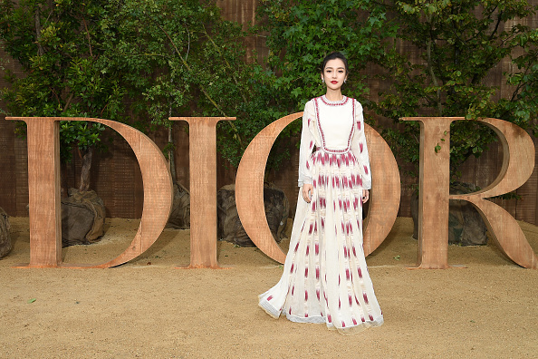 Angelababy「Christian Dior : Photocall -  Paris Fashion Week - Womenswear Spring Summer 2020」:写真・画像(11)[壁紙.com]