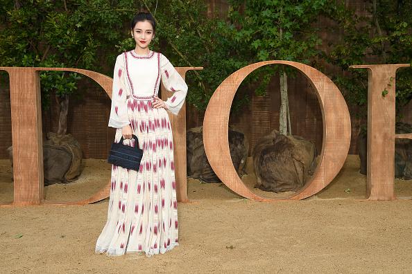 Angelababy「Christian Dior : Photocall -  Paris Fashion Week - Womenswear Spring Summer 2020」:写真・画像(3)[壁紙.com]