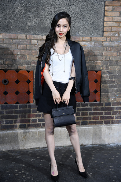Angelababy「Givenchy : Front Row  - Paris Fashion Week - Menswear Spring/Summer 2017」:写真・画像(2)[壁紙.com]
