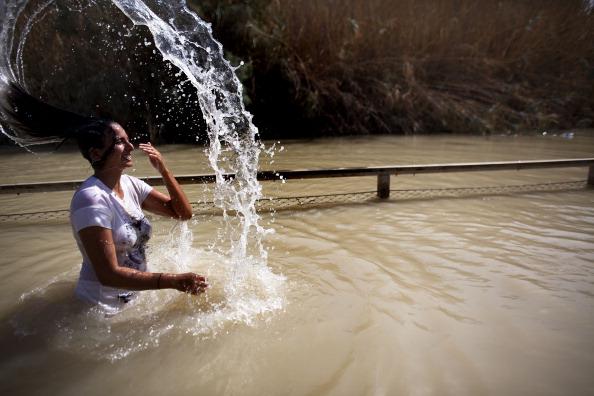 West Bank「Christians Are Baptised In The River Jordan」:写真・画像(1)[壁紙.com]
