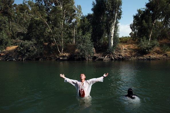 Bestof2009「Christian Pilgrims Baptised In The River Jordan」:写真・画像(6)[壁紙.com]