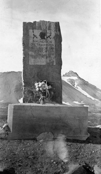 Svalbard Islands「North Pole Memorial」:写真・画像(5)[壁紙.com]