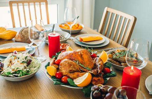 Turkey - Bird「Close-up shot of roasted turkey on holiday dining table」:スマホ壁紙(10)