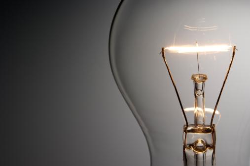 透明「Close -up shot of 照明付き電球、コピースペース付き」:スマホ壁紙(12)