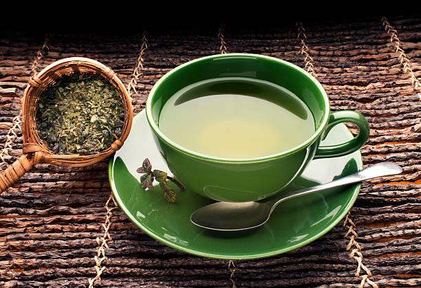 Green tea on bamboo:スマホ壁紙(壁紙.com)