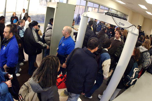 Security「Metal Detectors in Chicago High School」:写真・画像(2)[壁紙.com]