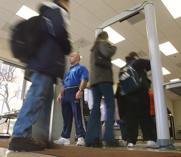 Security「Metal Detectors in Chicago High School」:写真・画像(6)[壁紙.com]