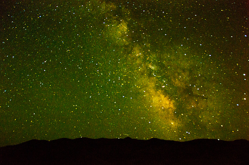 star sky「Milky way, Painted Hills, John Day Fossil Beds National Monument, Mitchell, Oregon, USA」:スマホ壁紙(7)