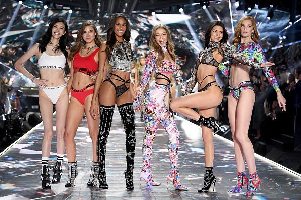 Victoria's Secret「2018 Victoria's Secret Fashion Show in New York - Runway」:写真・画像(0)[壁紙.com]