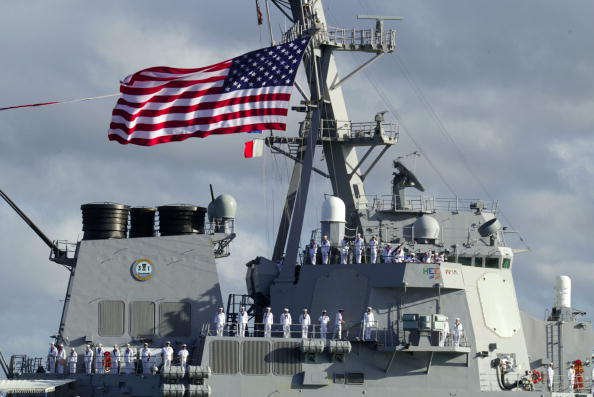 Entering「USS Paul Hamilton Returns To Pearl Harbor From Iraq」:写真・画像(15)[壁紙.com]