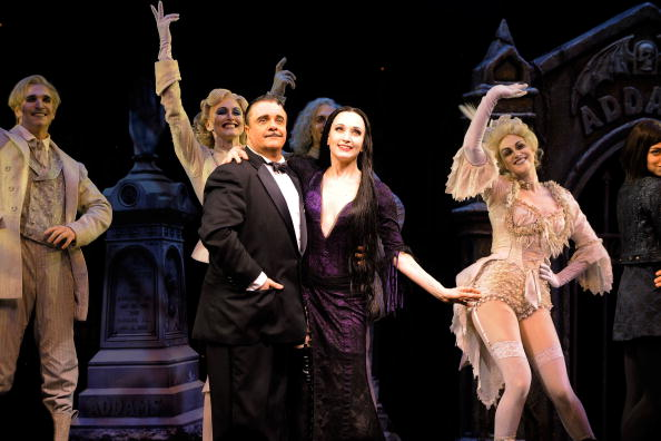"Bebe Neuwirth「Broadway Opening Of ""The Addams Family"" - Arrivals & Curtain Call」:写真・画像(7)[壁紙.com]"