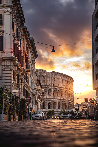 Road Marking「Rome Colosseum in a beautiful light at sunset」:スマホ壁紙(5)