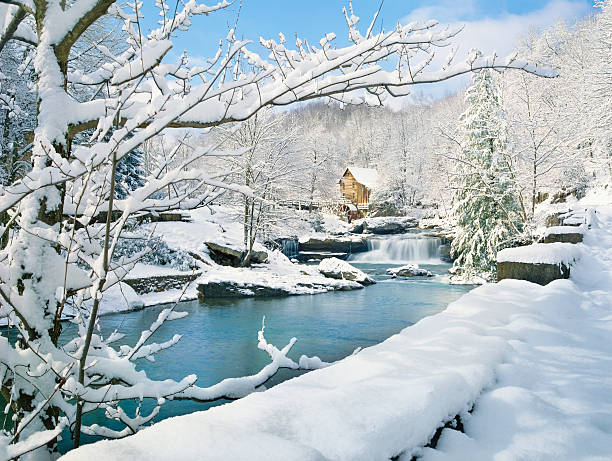 nostalgic gristmill in snowy winter country scene:スマホ壁紙(壁紙.com)