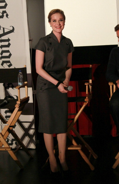 Gray Dress「AFI FEST 2011 Presented By Audi - LA Times Young Hollywood Roundtable」:写真・画像(16)[壁紙.com]