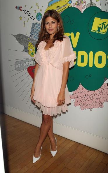 Baby Doll Dress「MTV TRL Presents Eva Mendes, Emile Hirsch And Kid Rock」:写真・画像(6)[壁紙.com]