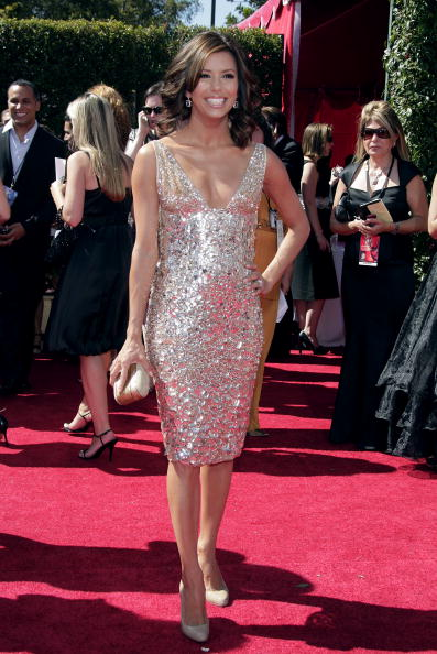 Gold Purse「59th Annual Emmy Awards - Arrivals」:写真・画像(8)[壁紙.com]