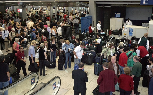 O'Hare Airport「U.S. Raises Air Security Alert To Red For The First Time」:写真・画像(6)[壁紙.com]