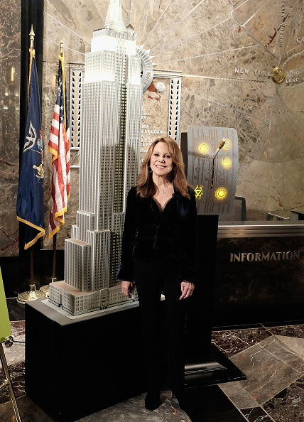 Empire State Building「Marlo Thomas And Zac Posen Light The Empire State Building Green In Honor Of St. Jude Children's Research Hospital's 2015 Thanks And Giving Campaign」:写真・画像(18)[壁紙.com]