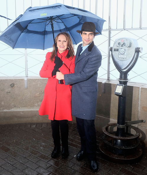 Empire State Building「Marlo Thomas And Zac Posen Light The Empire State Building Green In Honor Of St. Jude Children's Research Hospital's 2015 Thanks And Giving Campaign」:写真・画像(17)[壁紙.com]
