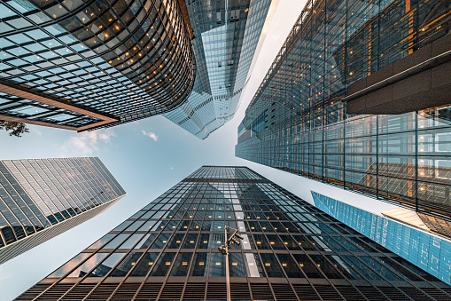 Looking Up「Looking directly up at the skyline of the financial and business brand new district in central City of London on a bright sunny afternoon - creative stock image」:スマホ壁紙(14)