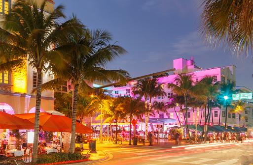Miami「Neon lights on buildings in Ocean Drive, Miami Beach, Florida, USA」:スマホ壁紙(2)