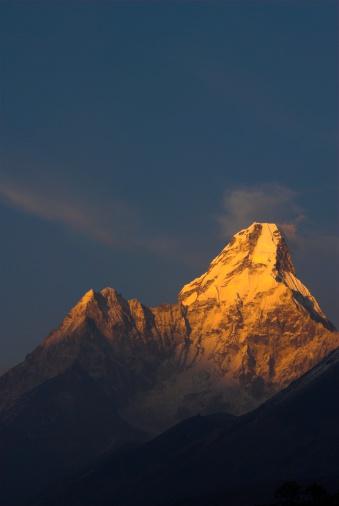Ama Dablam「Mount Ama Dablam at Sunset Against Blue Sky」:スマホ壁紙(15)