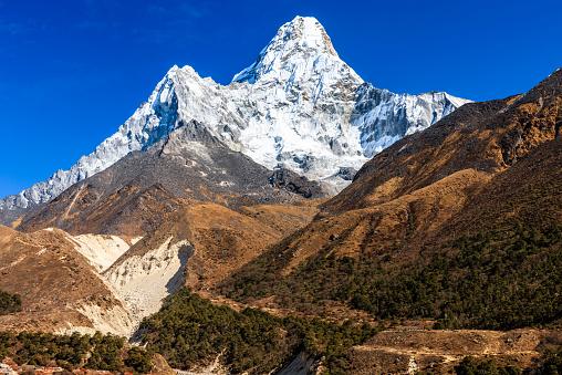Ama Dablam「Mount Ama Dablam in Everest region」:スマホ壁紙(1)