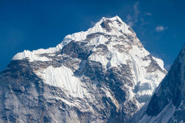Mount Ama Dablam in Nepal Himalayas:スマホ壁紙(壁紙.com)