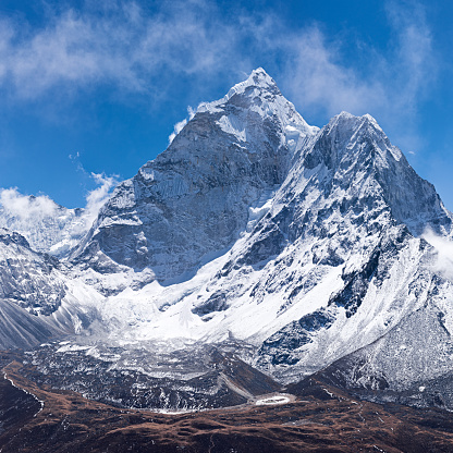 Ama Dablam「Mount Ama Dablam -probably the most beautiful mountain in Himalayas」:スマホ壁紙(6)